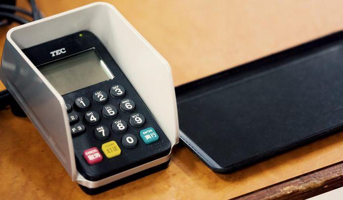 いつの間にか業務スーパーのレジでクレジットカードが使えるようになっていたが・・・