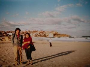 シドニーのビーチと言えばボンダイビーチです!夕焼け、遠くの家並み、雲がキレイ・・