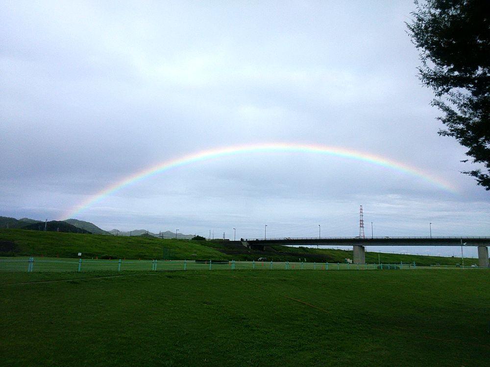 最近、虹ネタが多いですね!東京ではスカイツリーに架かる虹が目撃されましたね