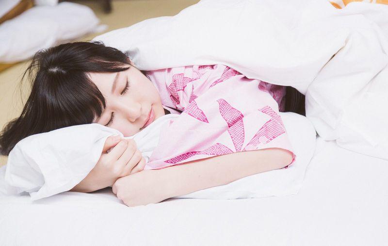 寝る体勢は仰向け?それとも横向き?フランスベッドのスリープバンテージが気になる
