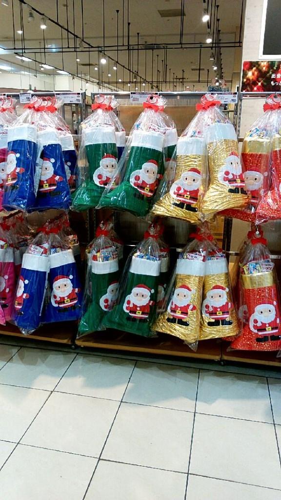 クリスマス時期にスーパーで売ってるブーツに入って売ってるお菓子って・・・