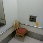 エレベーターの中に椅子か・・・斬新だな!(イオン佐野店より)
