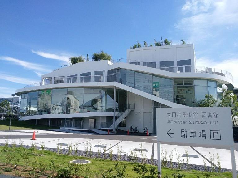 群馬県太田市の太田駅前にある図書館が素晴らしかった